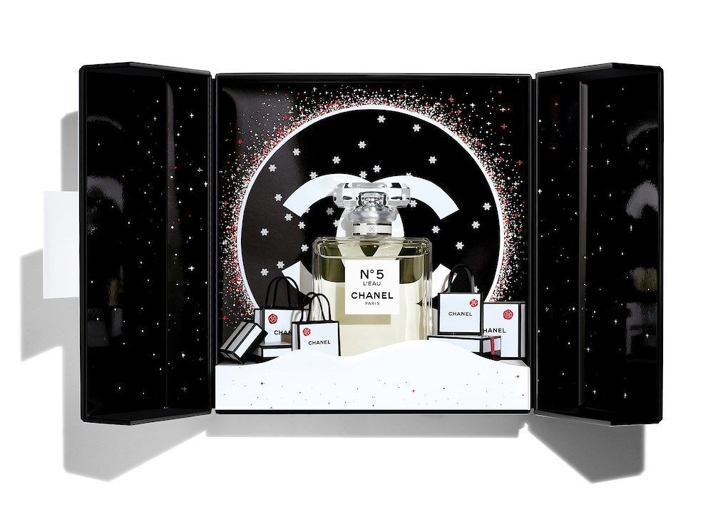 Картинки по запросу Chanel представили рождественскую рекламную кампанию