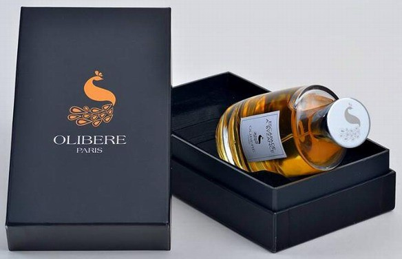 Olibere Parfums_perfume with pack.jpg