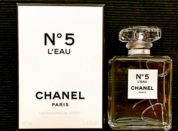 5_Chanel No.5 L'Eau_with pack.jpg
