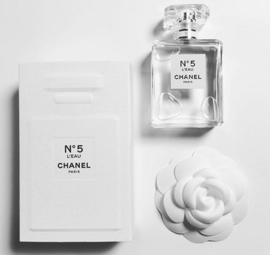 2_Chanel No.5 LEau_poster.jpg