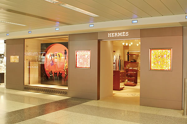 3_Hermes in airport of Lebanon.jpg