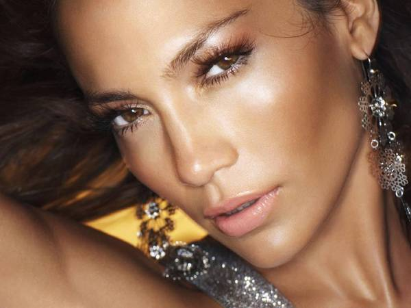 jennifer-lopez-with-glowing-skin.jpg